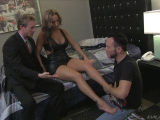richelle sucks her man @ brutal cuckold #06