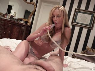 voluptuous kayden entertains a horny guy