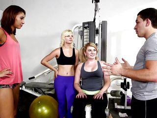 flashing boobs at the gym @ season 4, ep. 6