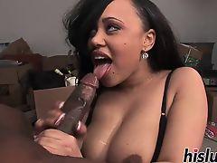 Intense oral play session with an ebony looker